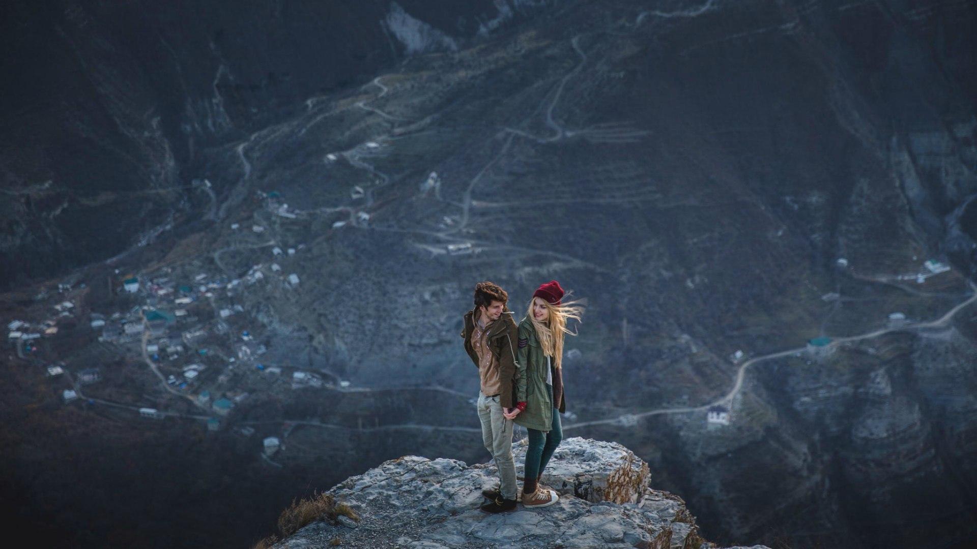 People_Man_and_woman_on_a_mountain_top_095043_