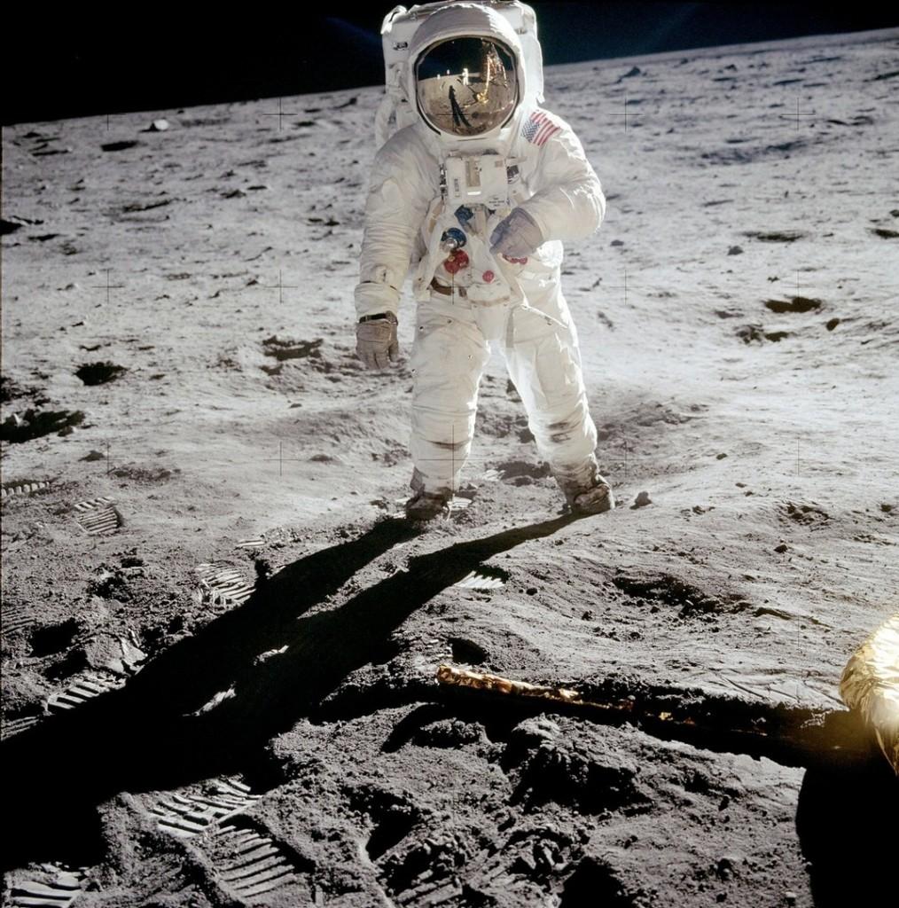 """Apollo 11 Astronaut Buzz Aldrin on the Moon"", by Neil Armstrong, 1969.<br>Первая фотография на Луне"