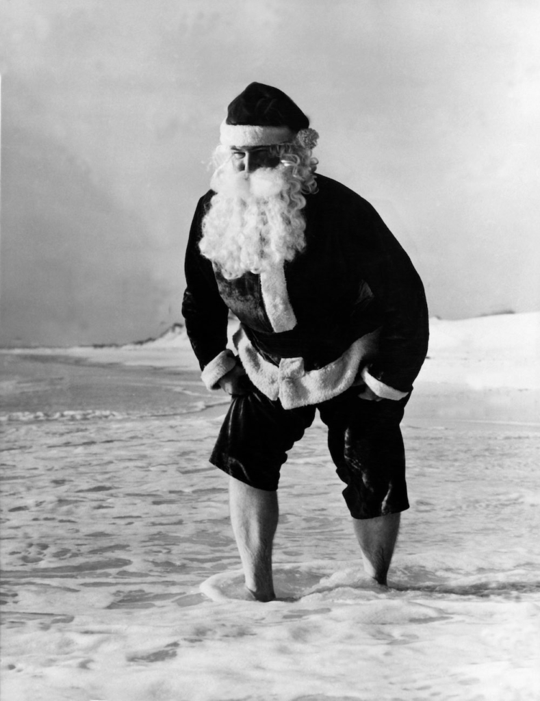 Picture of SANTA CLAUS on a beach in Florida in December 1978. Photo du PERE NOEL sur une plage en Floride en décembre 1978.